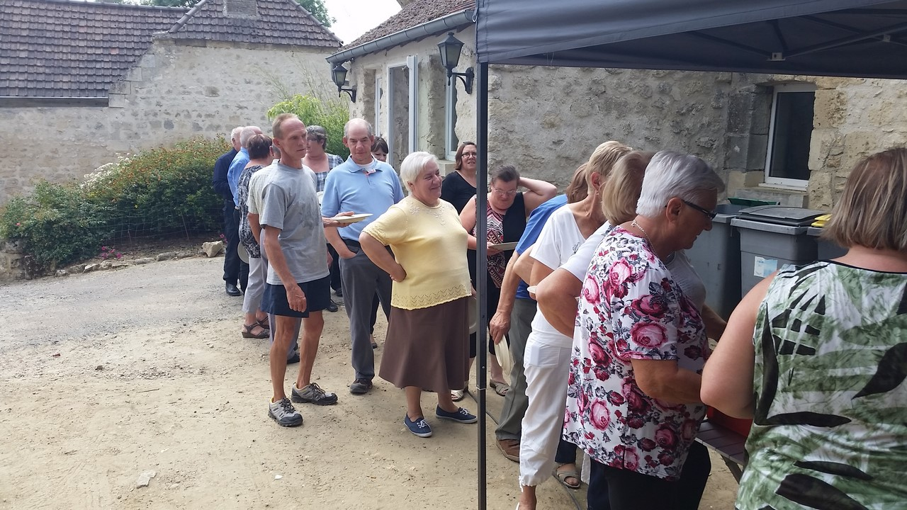 Tout le monde fait la queue.... Pas de ticket de rationnement