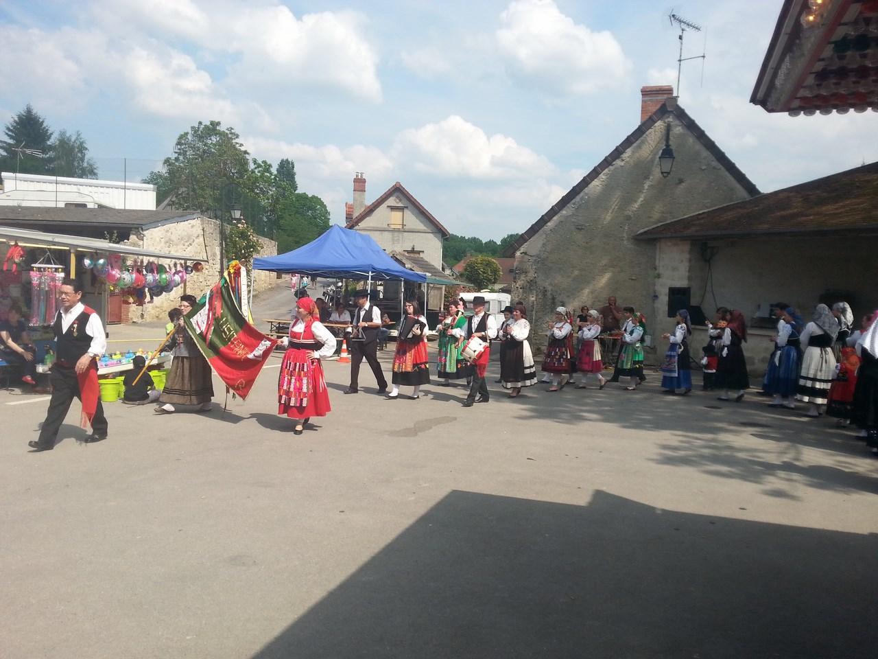 Danse sur la place du village